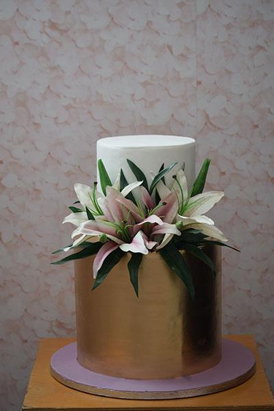 Τούρτα γάμου Χρυσή με ορχιδέες