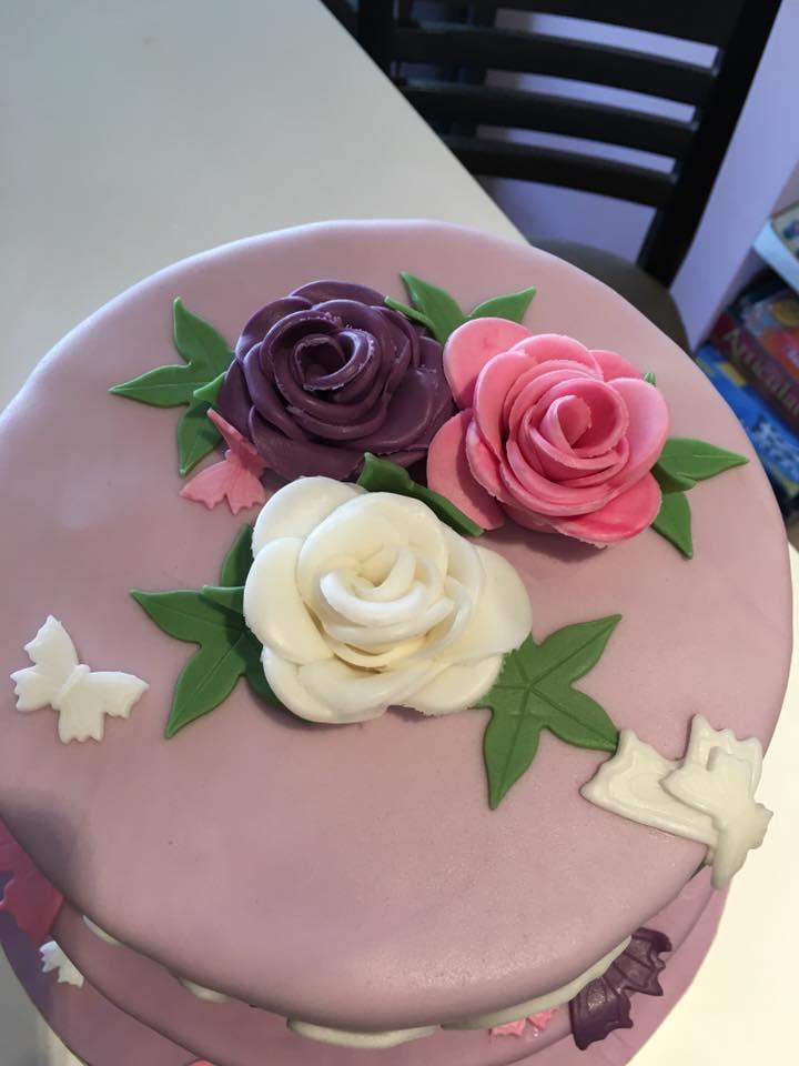 Τριαντάφυλλα και πεταλούδες