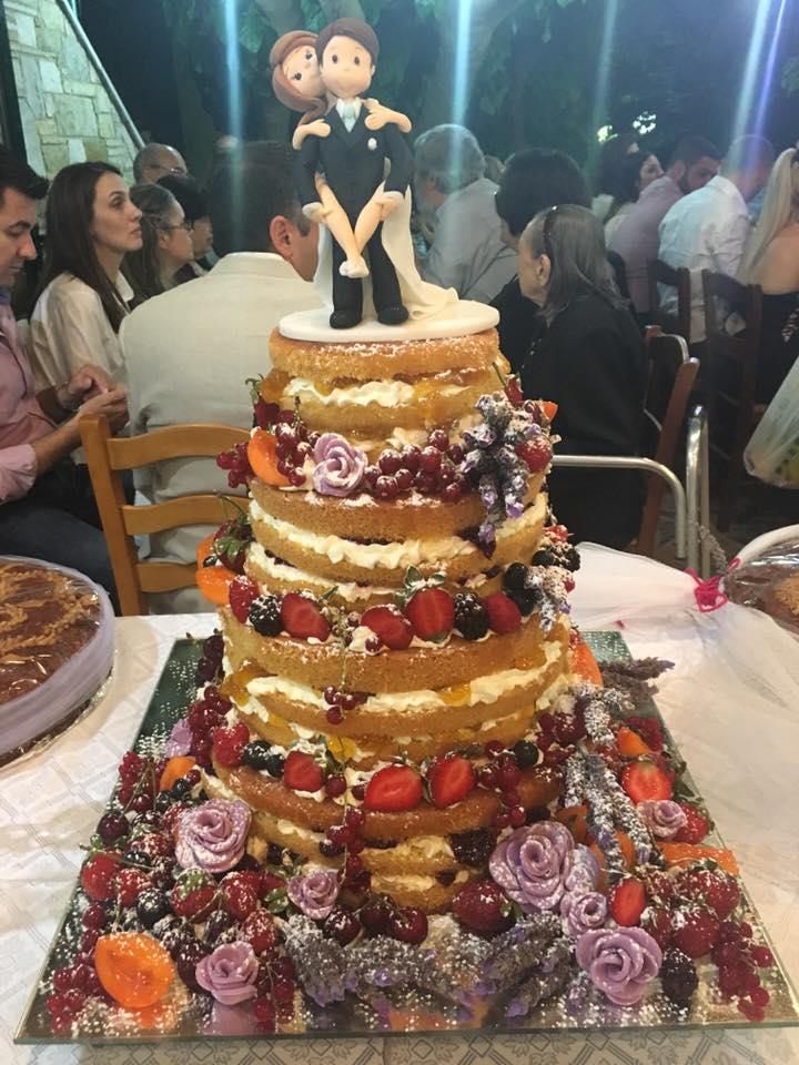 Naked Cake με ζευγάρι ζαχαρόπαστας